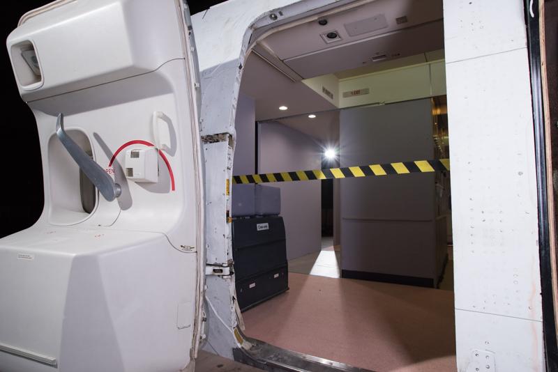 L4ドアには転落防止テープも装備